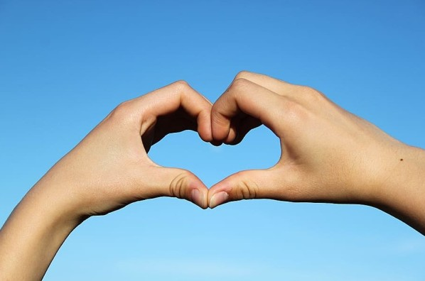 Serce, dłonie, kciuki